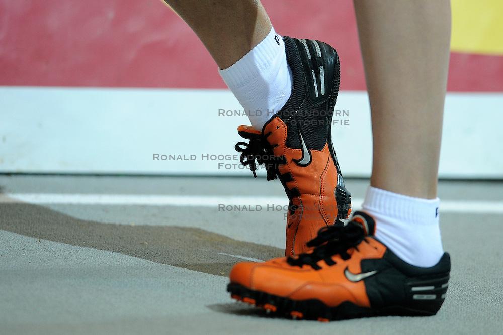 06-02-2010 ATLETIEK: NK INDOOR: APELDOORN<br /> Lisette Thomas op de 400 meter - Nike schoenen item atletiek<br /> ©2010-WWW.FOTOHOOGENDOORN.NL