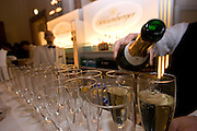"Wien/Oesterreich, AUT, 28.01.2008: Ausschank von Champagner in der Wiener Hofburg vor dem Anfang des jaehrlichen Jaegerballs.<br /> <br /> Vienna/Austria, AUT, 28.01.2008: Champagne served at the Hunters Ball (Jaegerball) at the ""Hofburg"" in Vienna."