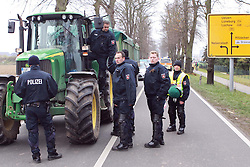 08.11.2010, Castortransport 2010, Dannenberg, GER, Polizeikontrollen bei Wendlandbauern, EXPA Pictures © 2010, PhotoCredit: EXPA/ nph/  Kohring+++++ ATTENTION - OUT OF GER +++++