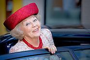 Prinses Beatrix onthult  in het Beatrix Kinderziekenhuis van het Universitair Med