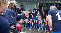 UTRECHT -  Teambespreking Kampong tijdens de finale Veteranen hoofdklasse A dames tussen Kampong en Amsterdam. Kampong wint na shoot out. COPYRIGHT KOEN SUYK