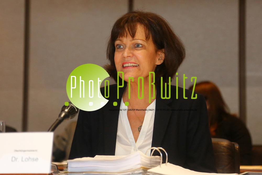 Ludwigshafen. 11.12.17   <br /> Die Mitglider des Ludwigshafener Stadtrats wählen die neuen Bürgermeister (Dezernenten)<br /> - Oberbürgermeisterin Dr. Eva Lohse. Sie scheidet zum 01.01.2018 aus.<br /> Bild: Markus Prosswitz 11DEC17 / masterpress (Bild ist honorarpflichtig - No Model Release!) <br /> BILD- ID 01370  