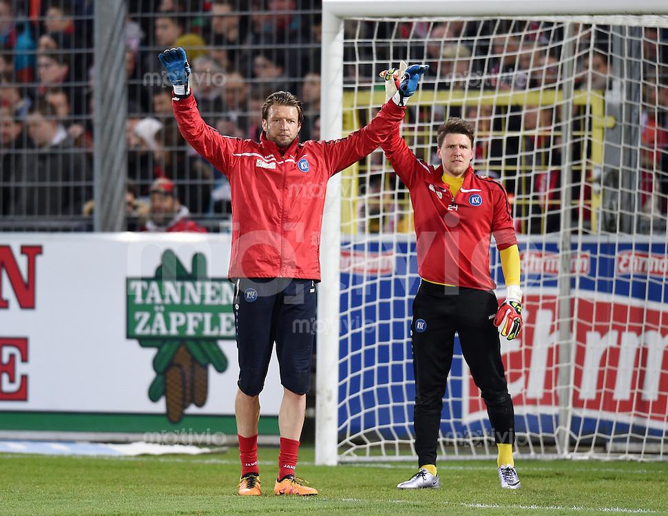 Fussball  2. Bundesliga  Saison 2015/2016  27. Spieltag SC Freiburg - Karslruher SC        13.12.2015 Torwart Dirk Orlishausen (li, Karslruher SC) und Torwart Rene Vollath (re, Karslruher SC)