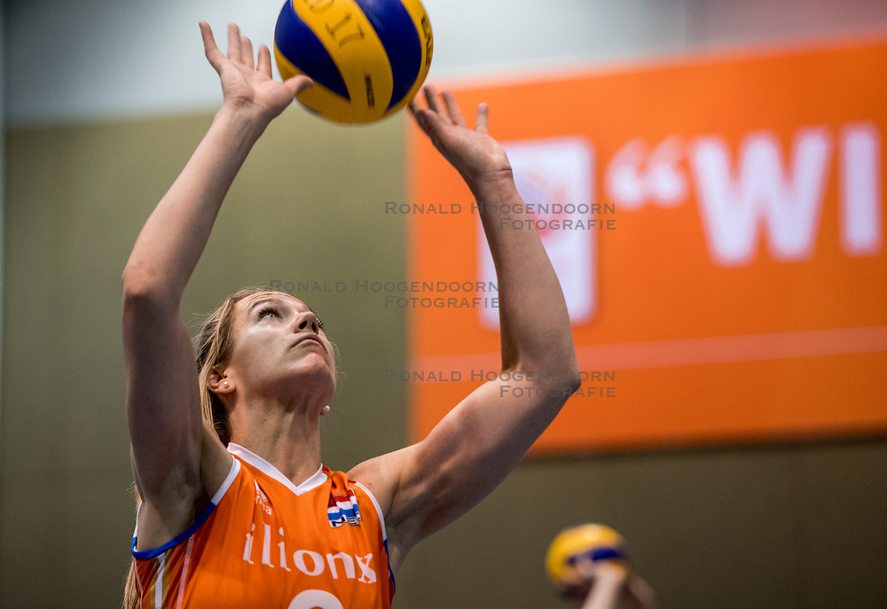 10-05-2018 NED: Training Dutch volleyball team women, Arnhem<br /> Maret Balkestein-Grothues #6 of Netherlands