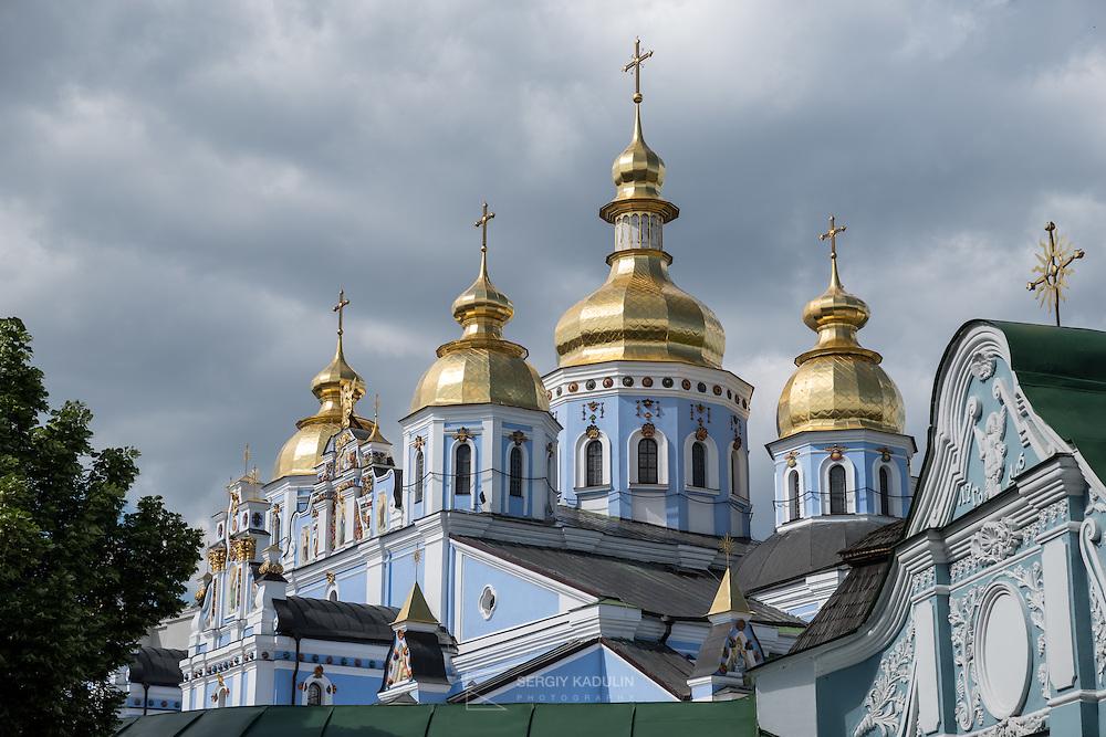 Тестовый кадр камерой Pentax K-1. Вид на Михайловский Собор в Киеве.