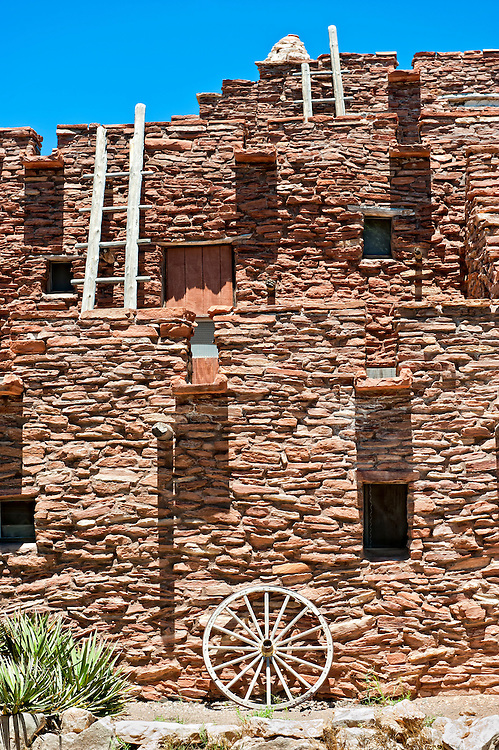 Hopi house in Grand Canyon Nation Park. Originally built in 1905 as quarters and place to sell souvernir and crafts from Hopi artisans.