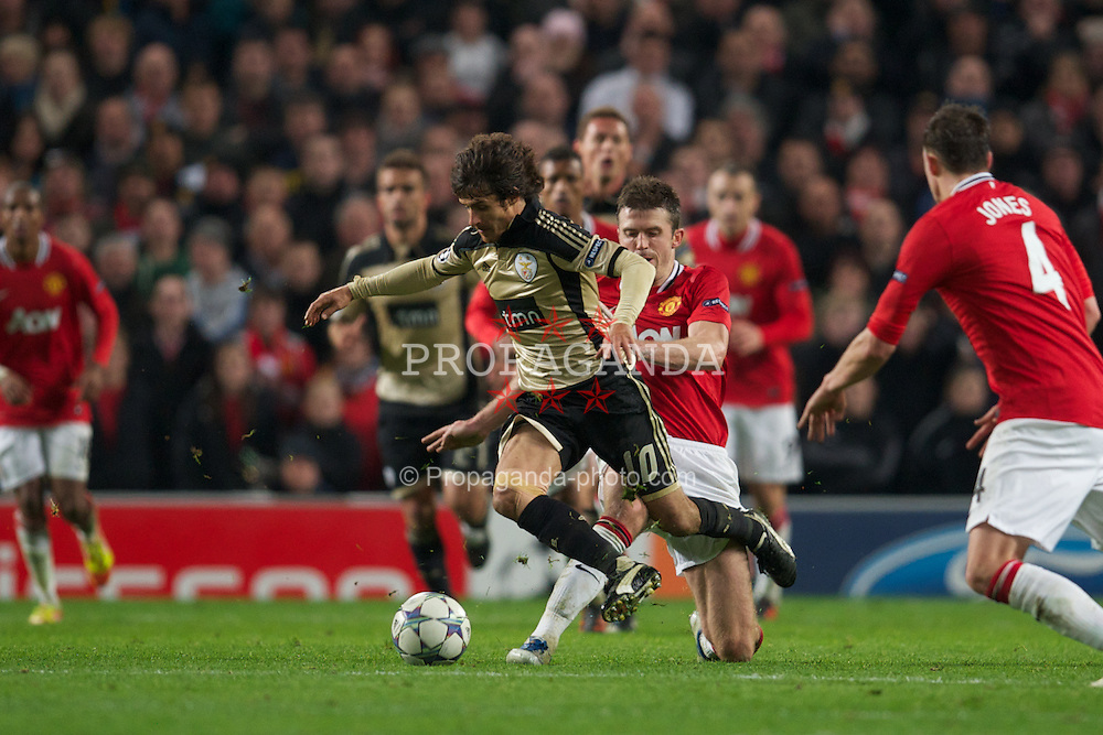 MANCHESTER, ENGLAND - Tuesday, November 22, 2011: SL Benfica's Pablo Aimar in action against Manchester United during the UEFA Champions League Group C match at Old Trafford. (Pic by David Rawcliffe/Propaganda)