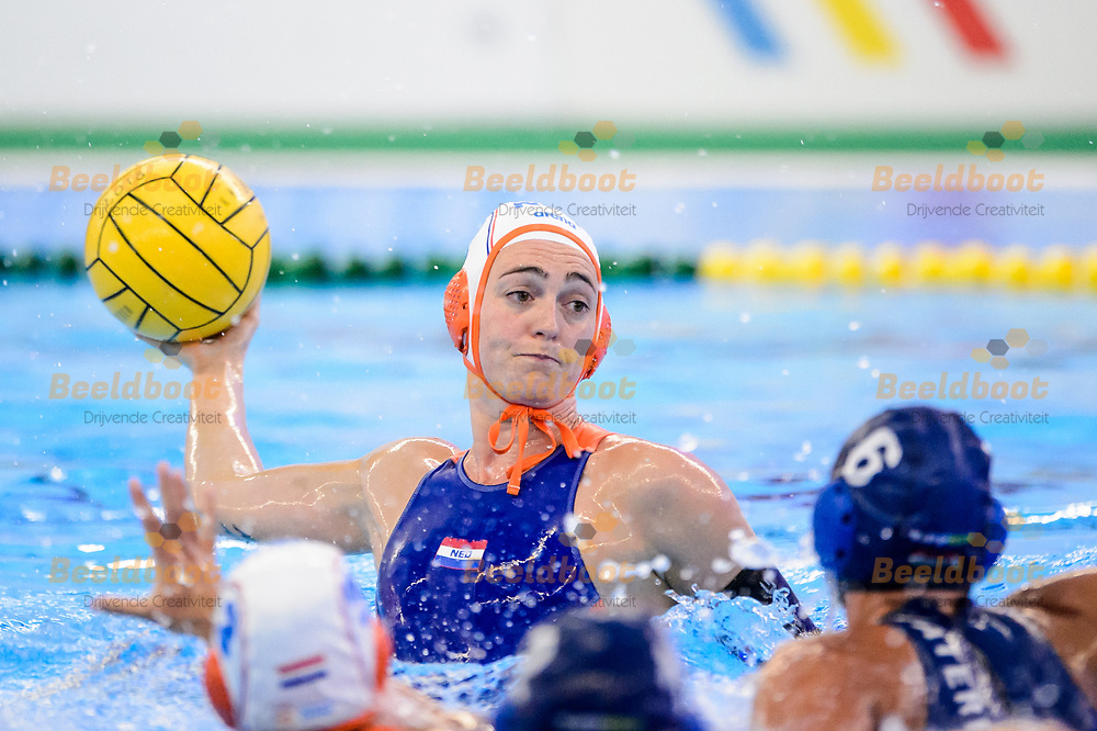 04-07-2018: Waterpolo: Nederland v Hongarije: Rotterdam<br /> <br /> (L-R) Sabrina van der Sloot of team Netherlands during the waterpolomatch between ladies Netherlands vs Hungary at Zwemcentrum Rotterdam, the Netherlands<br /> <br /> Spido Dutch Waterpolo Trophy 2018<br /> <br /> Foto/Photo: Gertjan Kooij