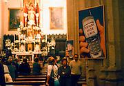 Spanje, Tarifa, 17-5-2001Met grote borden worden kerkgangers gevraagd hun mobiele telefoon, gsm, uit te zetten tijdens de misFoto: Flip Franssen