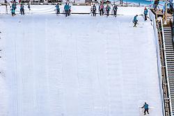 21.02.2019, Bergiselschanze, Innsbruck, AUT, FIS Weltmeisterschaften Ski Nordisch, Seefeld 2019, Nordische Kombination, Skisprung, Training, im Bild Schanzarbeiter präparieren den Auslauf // workers prepare the outlet during a training of Ski Jumping competition for Nordic Combined of FIS Nordic Ski World Championships 2019. Bergiselschanze in Innsbruck, Austria on 2019/02/21. EXPA Pictures © 2019, PhotoCredit: EXPA/ Dominik Angerer