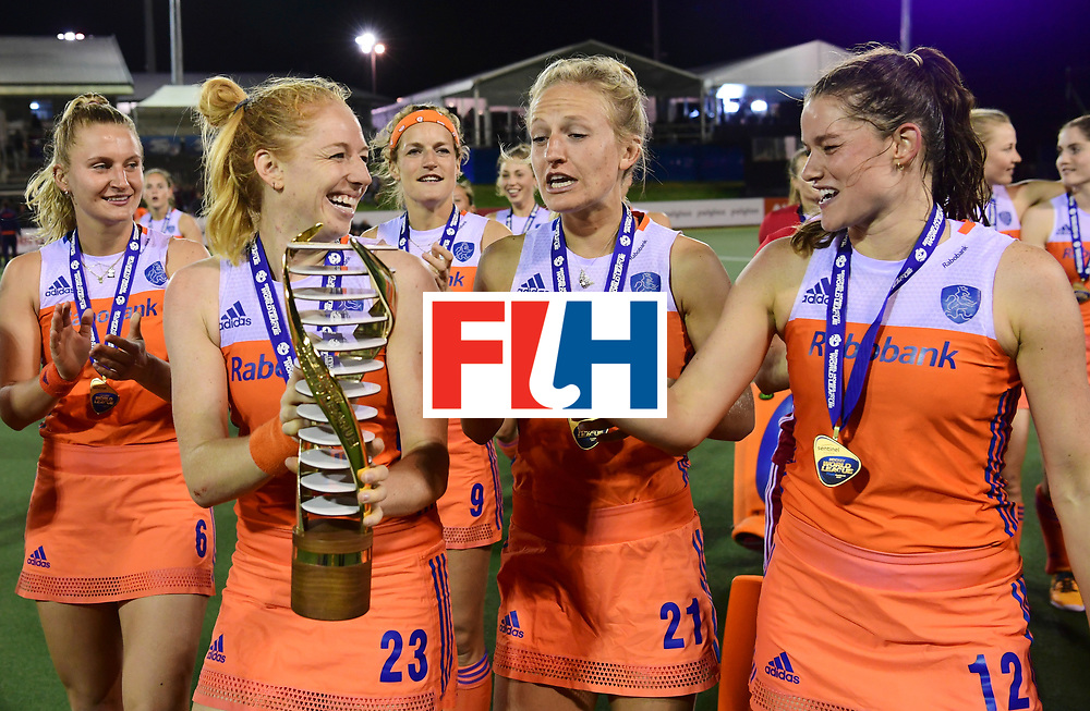 AUCKLAND - Sentinel Hockey World League final women<br /> Match id:10322<br /> 22 NED v NZL (Final)<br /> Foto: Laurien Leurink, Margot van Geffen , Lauren Stam en Lidewij Welten met de beker.<br /> Netherlands wins the Sentinel Hockey World League<br /> WORLDSPORTPICS COPYRIGHT FRANK UIJLENBROEK