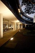 Belo Horizonte_MG, Brasil...Biblioteca publica estadual Luiz de Bessa, que faz parte do Circuito Cultural e esta localizada na Praca da Liberdade, a biblioteca foi projetada por Oscar Niemeyer...The state public library Luiz de Bessa, located in Liberade square and designed by Oscar Niemeyer...Foto: LEO DRUMOND / NITRO.