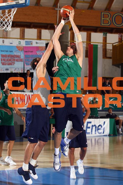 DESCRIZIONE : Bormio Ritiro Nazionale Italiana Maschile Preparazione Eurobasket 2007 Allenamento <br /> GIOCATORE : Andrea Crosariol<br /> SQUADRA : Nazionale Italia Uomini <br /> EVENTO : Bormio Ritiro Nazionale Italiana Uomini Preparazione Eurobasket 2007 <br /> GARA : <br /> DATA : 26/07/2007 <br /> CATEGORIA : Allenamento <br /> SPORT : Pallacanestro <br /> AUTORE : Agenzia Ciamillo-Castoria/E.Castoria<br /> Galleria : Fip Nazionali 2007 <br /> Fotonotizia : Bormio Ritiro Nazionale Italiana Maschile Preparazione Eurobasket 2007 Allenamento <br /> Predefinita :