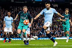 Ilkay Gundogan of Manchester City shoots at goal - Mandatory by-line: Robbie Stephenson/JMP - 17/04/2019 - FOOTBALL - Etihad Stadium - Manchester, England - Manchester City v Tottenham Hotspur - UEFA Champions League Quarter Final 2nd Leg