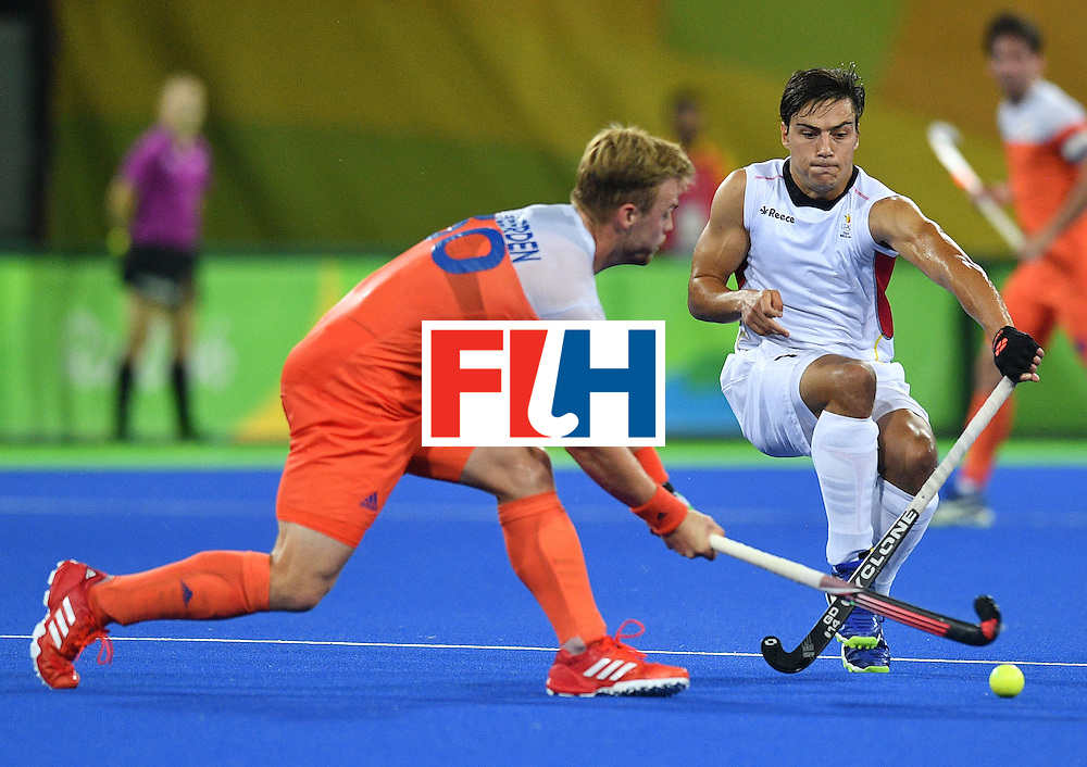 Netherland's Mink van der Weerden (L) vies with Belgium's Thomas Briels during the men's semifinal field hockey Belgium vs Netherlands match of the Rio 2016 Olympics Games at the Olympic Hockey Centre in Rio de Janeiro on August 16, 2016. / AFP / Carl DE SOUZA        (Photo credit should read CARL DE SOUZA/AFP/Getty Images)