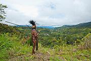 Bunt geschmückter  Stammeschef  im Hochland von Papua Neu Guinea, Melanesien*Colourful dressed  local tribal chief  in the Highlands of Papua New Guinea, Melanesia