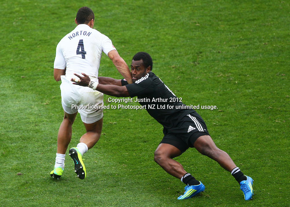 New Zealand's Tomasi Cama makes a tackle on England's Dan Norton. Hertz Wellington Sevens - Day two at Westpac Stadium, Wellington, New Zealand on Saturday, 4 February 2012. Photo: Justin Arthur / photosport.co.nz