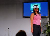 Idrett, 9. juni 2004, presentasjon av OL-kolleksjon foran OL i Athen 2004, Nina Solheim, taekwondo
