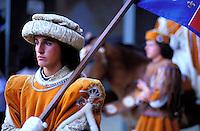 Italie, Toscane, Sienne, Defilé en costume traditionnel pour la fête du Palio // Italy, Tuscany, Sienna, Palio festival