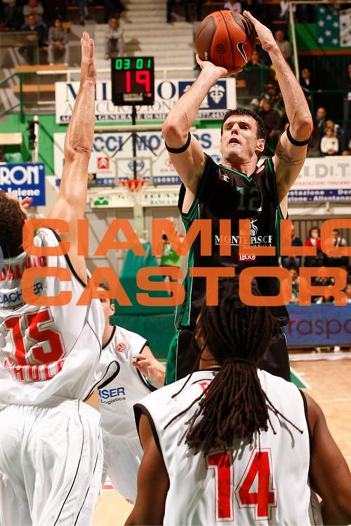 DESCRIZIONE : Siena Eurolega 2010-11 Montepaschi Siena Cholet Basket<br /> GIOCATORE : Ksistof Lavrinovic<br /> SQUADRA : Montepaschi Siena <br /> EVENTO : Eurolega 2010-2011<br /> GARA :  Montepaschi Siena Cholet Basket<br /> DATA : 21/10/2010<br /> CATEGORIA : tiro<br /> SPORT : Pallacanestro <br /> AUTORE : Agenzia Ciamillo-Castoria/P.Lazzeroni<br /> Galleria : Eurolega 2010-2011<br /> Fotonotizia : Siena Eurolega Euroleague 2010-11 Montepaschi Siena Cholet Basket<br /> Predefinita :