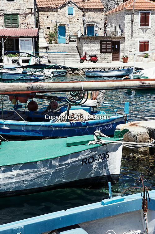 Small harbour fisherman of Maslinica.  | Petit port de pêcheurs de Maslinca