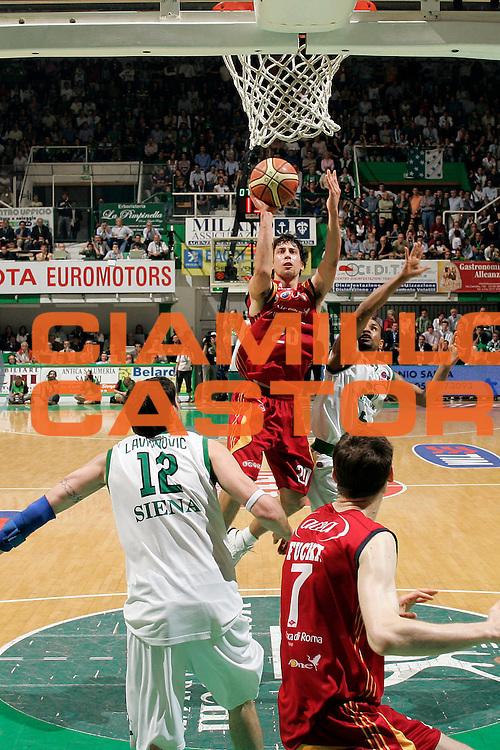DESCRIZIONE : Siena Lega A1 2007-08 Playoff Finale Gara 5 Lottomatica Virtus Roma Montepaschi Siena<br /> GIOCATORE : Roko Ukic<br /> SQUADRA : Lottomatica Virtus Roma <br /> EVENTO : Campionato Lega A1 2007-2008 <br /> GARA : Lottomatica Virtus Roma Montepaschi Siena <br /> DATA : 12/06/2008 <br /> CATEGORIA : Tiro<br /> SPORT : Pallacanestro <br /> AUTORE : Agenzia Ciamillo-Castoria/G. Ciamillo