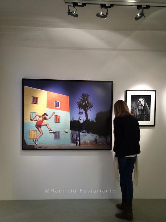Group Show. Flo Peters Gallery zugusnsten von Hinz & Kunzt  -2. - 6. Juni 2015.                                    Pumpen 8<br /> Chilehaus C<br /> 20095 Hamburg<br /> Germany
