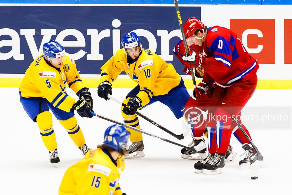 140104 Ishockey, JVM, Semifinal,  Sverige - Ryssland<br /> Icehockey, Junior World Cup, SF, Sweden - Russia.<br /> Andreas Johnson, (SWE), Alexander Wennberg, (SWE), Bogdan Yakimov, (RUS).<br /> Endast f&ouml;r redaktionellt bruk.<br /> Editorial use only.<br /> &copy; Daniel Malmberg/Jkpg sports photo