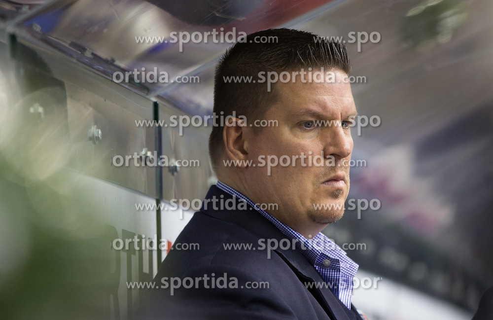 04.10.2015, Eiswelle, Bozen, ITA, EBEL, HCB Suedtirol vs EC KAC, 8. Runde, im Bild Trainer Tom Pokel (HCB Suedtirol) // during the Erste Bank Icehockey League 8th round match between HCB Suedtirol and EC KAC at the Eiswelle in Bozen, Italy on 2015/10/04. EXPA Pictures © 2015, PhotoCredit: EXPA/ Johann Groder