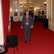NLD/Amsterdam/20070512 - Prinses Margriet draagt voorzitterschap Europese Culturele Stichting over aan Prinses Laurentien, beveiliger Koninklijk Huis