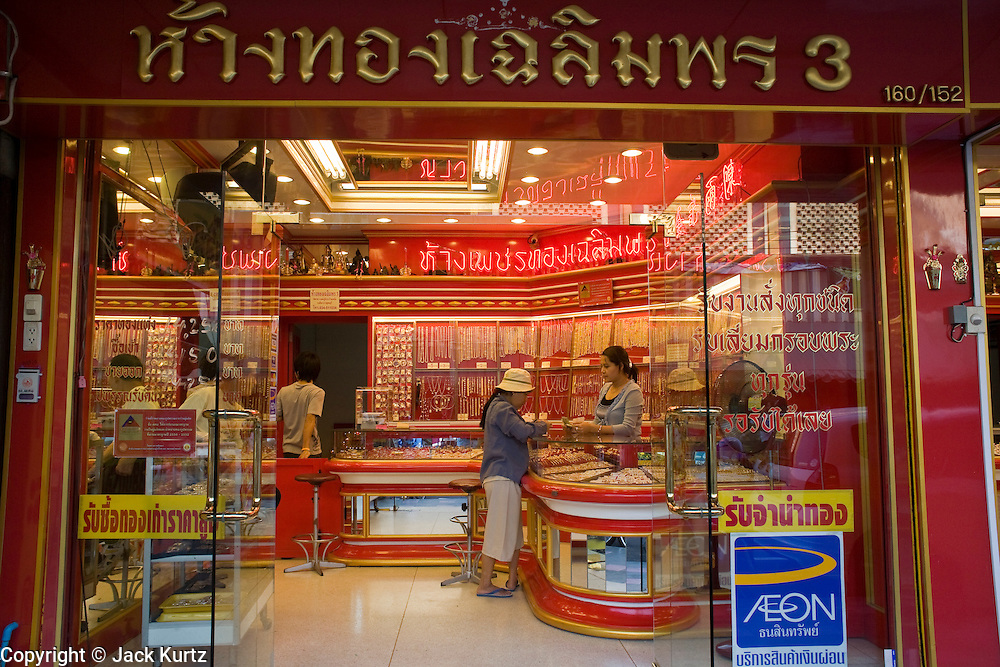 20 FEBRUARY 2008 -- KANCHANABURI, THAILAND: A Chinese owned gold and jewelry store in the market in Kanchanaburi, Thailand.  Photo by Jack Kurtz