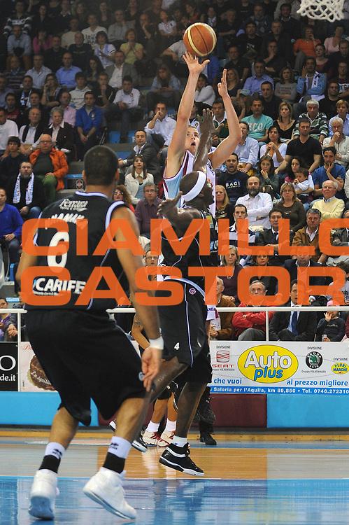 DESCRIZIONE : Rieti Lega A 2008-09 Solsonica Rieti Carife Ferrara<br /> GIOCATORE : Jiri Hubalek<br /> SQUADRA : Solsonica Rieti<br /> EVENTO : Campionato Lega A 2008-2009 <br /> GARA : Solsonica Rieti Carife Ferrara<br /> DATA : 07/05/2009<br /> CATEGORIA : Tiro<br /> SPORT : Pallacanestro <br /> AUTORE : Agenzia Ciamillo-Castoria/E.Grillotti