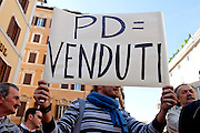 2013/04/18 Roma, proteste in piazza Montecitorio contro la mancata candidatura di Stefano Rodota' a presidente della Repubblica. Nella foto un manifestante.<br /> Rome, protests and demo in Piazza Montecitorio against the non-candidacy of Stefano Rodota ' for president . In the picture protester holds a note reading ' PD (Partito Democratico) crooked ' - &copy; PIERPAOLO SCAVUZZO