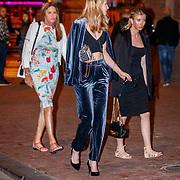 NLD/Amsterdam/20180504 - Caitlyn Jenner en partner Sophia Hutchins op stap met Loiza Lamers