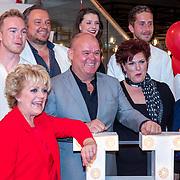 NLD/Amsterdam/20190521 - Perspresentatie musical Hello Dolly, cast met oa Freek Bartels, Simone Kleinsma, Paul de Leeuw, Marjrolein Touw, Jurgen Raymann