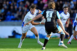 Ollie Devoto of Bath Rugby looks to pass the ball - Photo mandatory by-line: Patrick Khachfe/JMP - Mobile: 07966 386802 18/10/2014 - SPORT - RUGBY UNION - Glasgow - Scotstoun Stadium - Glasgow Warriors v Bath Rugby - European Rugby Champions Cup