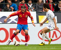03.06.2010, Tivoli, Innsbruck, AUT, FIFA Worldcup Vorbereitung, Testspiel Spanien (ESP) vs Sued Korea (KOR), im Bild Sergio Ramos ( ESP, #15 ) vs Park Chu-young ( KOR #10 ). EXPA Pictures © 2010, PhotoCredit: EXPA/ J. Groder / SPORTIDA PHOTO AGENCY