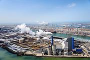 Nederland, Zuid-Holland, Rotterdam, 06-10-2015.  Eerste Maasvlakte met aan de Mississippihaven Europees Massagoed Overslagbedrijf (EMO). In de voorgrond de Centrale Electrabel (GDF SUEZ), verstookt biomassa en steenkool. De brandstof komt van het EMO. Links van centrale de  Peakshaver van de Nederlandse Gasunie (installatie voor Liquefied Natural Gas LNG). Op het tweede plan APM Terminals.<br /> First Maasvlakte with the Mississippi harbour and European Massagoed Overslagbedrijf (EMO), dry bulk transhipment terminal. In the foreground the  Electrabel power plant (GDF SUEZ), biomass and coal. Next to the power plant installation for Liquefied Natural Gas LNG). <br /> luchtfoto (toeslag op standard tarieven);<br /> aerial photo (additional fee required);<br /> copyright foto/photo Siebe Swart