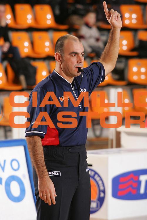 DESCRIZIONE : Udine Uleb Cup 2006-07 Snaidero Udine Lietuvos Rytas Vilnius <br /> GIOCATORE : Arbitro Referee <br /> SQUADRA : <br /> EVENTO : Uleb 2006-2007 <br /> GARA : Snaidero Udine Lietuvos Rytas <br /> DATA : 30/01/2007 <br /> CATEGORIA : Ritratto <br /> SPORT : Pallacanestro <br /> AUTORE : Agenzia Ciamillo-Castoria/S.Silvestri