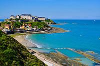 France, Manche (50), Granville, la plage et la piscine d'eau de mer // France, Normandy, Manche department, Granville, the beach and swimming pool