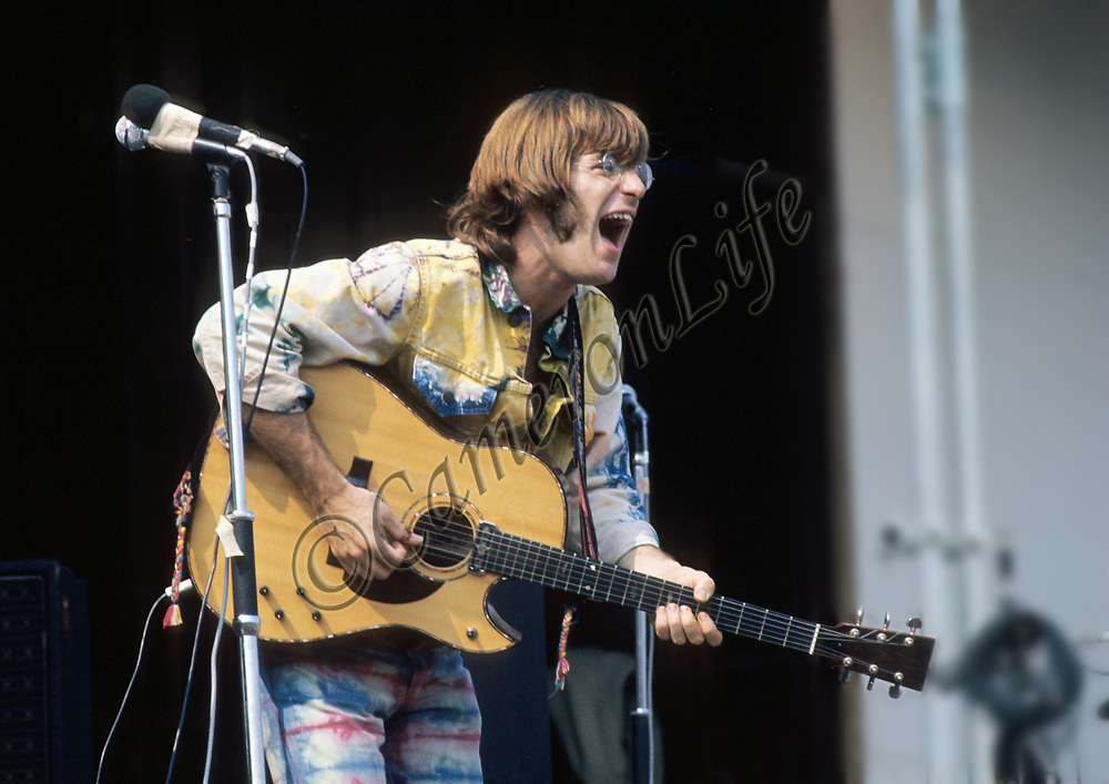 John Sebastian - in full voice.- .John was the only artist to turn up on the Saturday morning, all be it well after the official 11:30 start time. He went down extremely well and was joined by Zal Yanovski - fellow ex-Lovin Spoonful artist - on guitar. it was the first time they had performed together in three years, and they played on the stage for over two hours, covering the other artists who had not turned up as planned.