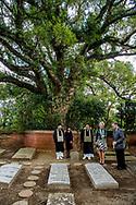 NAGASAKI - Prinses Laurentien bezoekt de Goshinji Tempel de Hollandsche Begraafplaats, waar vanaf 1654 overleden stafleden van de handelspost op Dejima werden begraven. ANP ROYAL IMAGES ROBIN UTRECHT