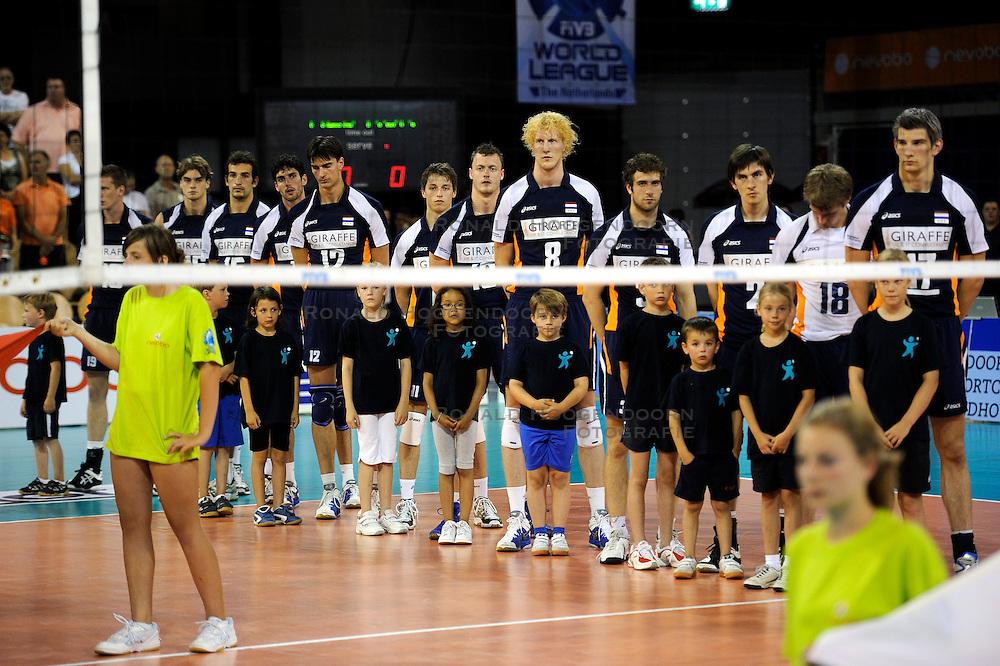08-07-2010 VOLLEYBAL: WLV NEDERLAND - ZUID KOREA: EINDHOVEN<br /> Nederland verslaat Zuid Korea met 3-0 / Line up Nederland met oa. Rob Bontje, Nico Freriks, Yannick van Harskamp, Kay van Dijk en Jeroen Rauwerdink<br /> &copy;2010-WWW.FOTOHOOGENDOORN.NL