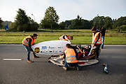 Iris Slappendel zit klaar voor de testrun. In Helmond test het HPT hun nieuwe fiets op de A270. In september wil het Human Power Team Delft en Amsterdam, dat bestaat uit studenten van de TU Delft en de VU Amsterdam, tijdens de World Human Powered Speed Challenge in Nevada een poging doen het wereldrecord snelfietsen voor vrouwen te verbreken met de VeloX 7, een gestroomlijnde ligfiets. Het record is met 121,44 km/h sinds 2009 in handen van de Francaise Barbara Buatois. De Canadees Todd Reichert is de snelste man met 144,17 km/h sinds 2016.<br /> <br /> In Helmond the HPT tests the new bike on the highway A270. With the VeloX 7, a special recumbent bike, the Human Power Team Delft and Amsterdam, consisting of students of the TU Delft and the VU Amsterdam, also wants to set a new woman's world record cycling in September at the World Human Powered Speed Challenge in Nevada. The current speed record is 121,44 km/h, set in 2009 by Barbara Buatois. The fastest man is Todd Reichert with 144,17 km/h.