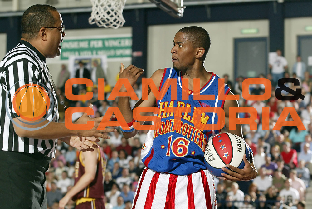 DESCRIZIONE : Biella Harlem Globetrotters Italian Tour 2006<br /> GIOCATORE : Christensen<br /> SQUADRA : Harlem Globetrotters<br /> EVENTO : Harlem Globetrotters Italian Tour 2006<br /> GARA : Harlem Globetrotters Nationals<br /> DATA : 01/06/2006<br /> CATEGORIA : Delusione<br /> SPORT : Pallacanestro<br /> AUTORE : Agenzia Ciamillo-Castoria/G.Cottini
