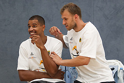 22.07.2015, Telekom Dome, Bonn, GER, FIBA, Basketball EM, Deutschland, Training, im Bild Anton Gavel (FC Bayern Muenchen) orfeigt aus Spass Alex King (ALBA Berlin) // during a Trainingssession of Team Germany in front of the Euro Basket 2015 Championships at the Telekom Dome in Bonn, Germany on 2015/07/22. EXPA Pictures © 2015, PhotoCredit: EXPA/ Eibner-Pressefoto/ Schueler<br /> <br /> *****ATTENTION - OUT of GER*****