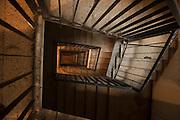 Kalliste, one of the poorest districs in the city of Marseilles, used as a basis for drug trafficking on a large scale, leading to murders among groups of competing dealers. 19 people were shot dead in drugs related killings in 2012, mainly with Kalachnikovs....Kalliste est une des cités les plus pauvres dans la ville, utilisée comme une base pour le trafic de drogue à grande échelle, conduisant à des reglements de compte par des groupes de dealers concurrents......Jongen voor de flat H in de wijk Kalliste, Marseille. Kalliste in één van de armste flatwijken in de stad, en wordt gebruikt als basis voor grootschalige drugshandel.