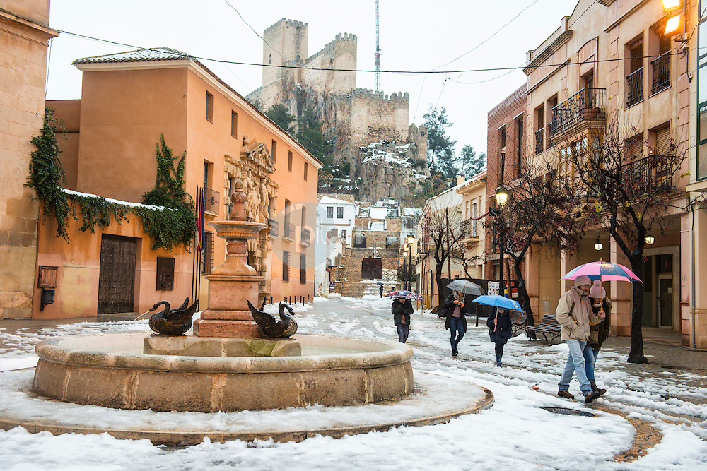 Plaza Santa Maria, y Castillo de Almansa. Almansa. Albacete ©Antonio Real Hurtado / PILAR REVILLA