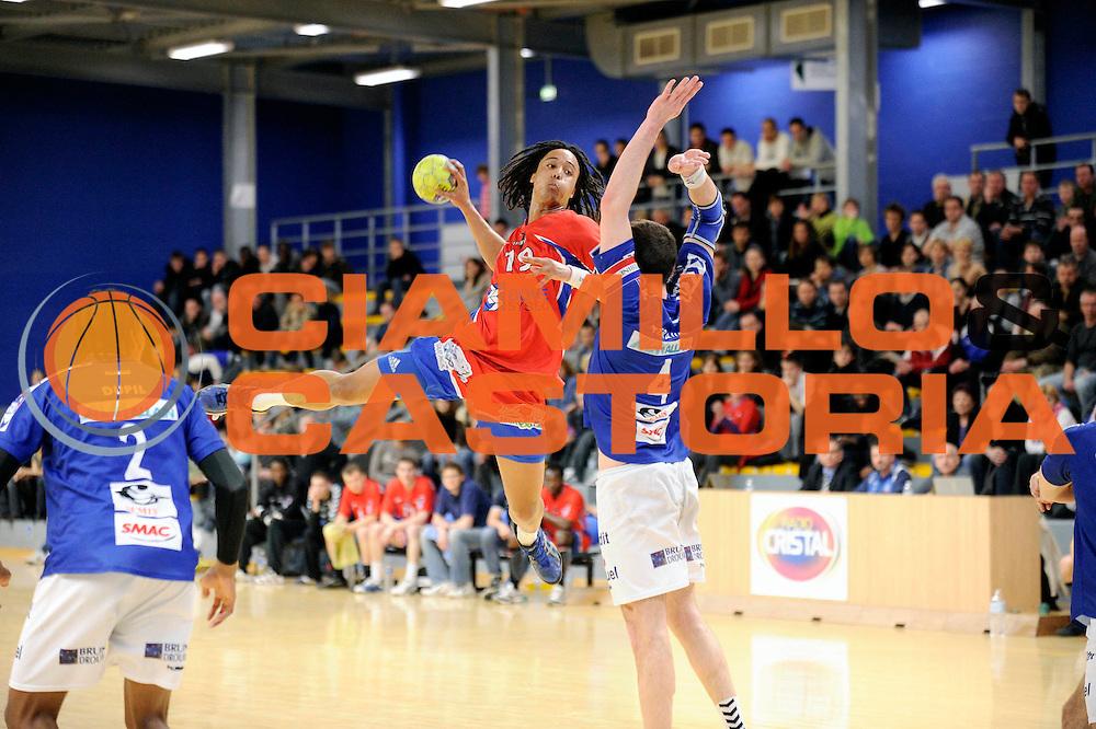 DESCRIZIONE : France Hand D2 a Vernon<br /> GIOCATORE : NGUESSAN Timothey<br /> SQUADRA : Vernon<br /> EVENTO : FRANCE Hand D2 2010-2011<br /> GARA : Vernon Saintes<br /> DATA : 26/02/2011<br /> CATEGORIA : Hand D2 <br /> SPORT : Handball<br /> AUTORE : JF Molliere par Agenzia Ciamillo-Castoria <br /> Galleria : France Hand 2010-2011 Action<br /> Fotonotizia : FRANCE Hand D2 2010-2011  <br /> Predefinita :