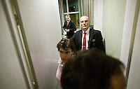 Nederland. Den Haag, 13 november 2008.<br /> Ella Vogelaar stapt op als minister van Wonen, Wijken en Integratie. Wouter Bos geeft bij de PvdA burelen in het gebouw van de Tweede Kamer een persconferentie met fractievoorzitter Mariette hamer en partijvoorzitter Lilianne Ploumen.<br /> Foto Martijn Beekman<br /> NIET VOOR PUBLIKATIE IN LANDELIJKE DAGBLADEN.
